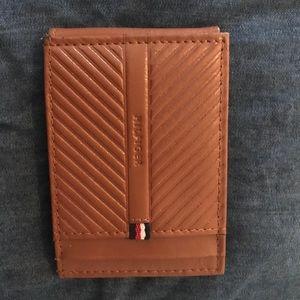 Tommy Hilfiger Men's Magnetic Leather Wallet